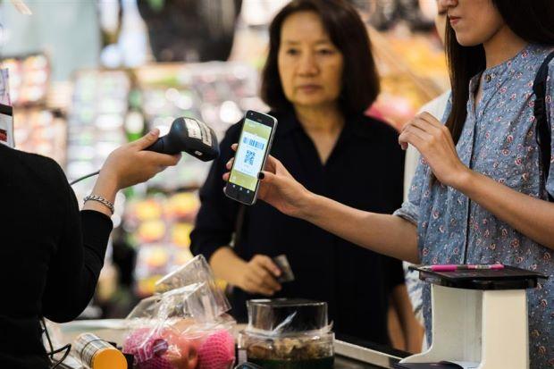 Singapore Pledges to Cut Cash, Checks on Path to Digital Economy