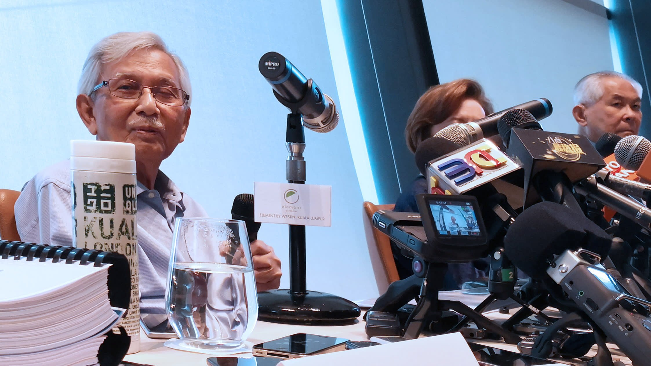 Mahathir Advisers Propose Review of Malay Privileges To Spur Economy