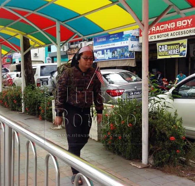 Remaja Berjalan Kaki Solo Ke Makkah Tiba Di Limbang