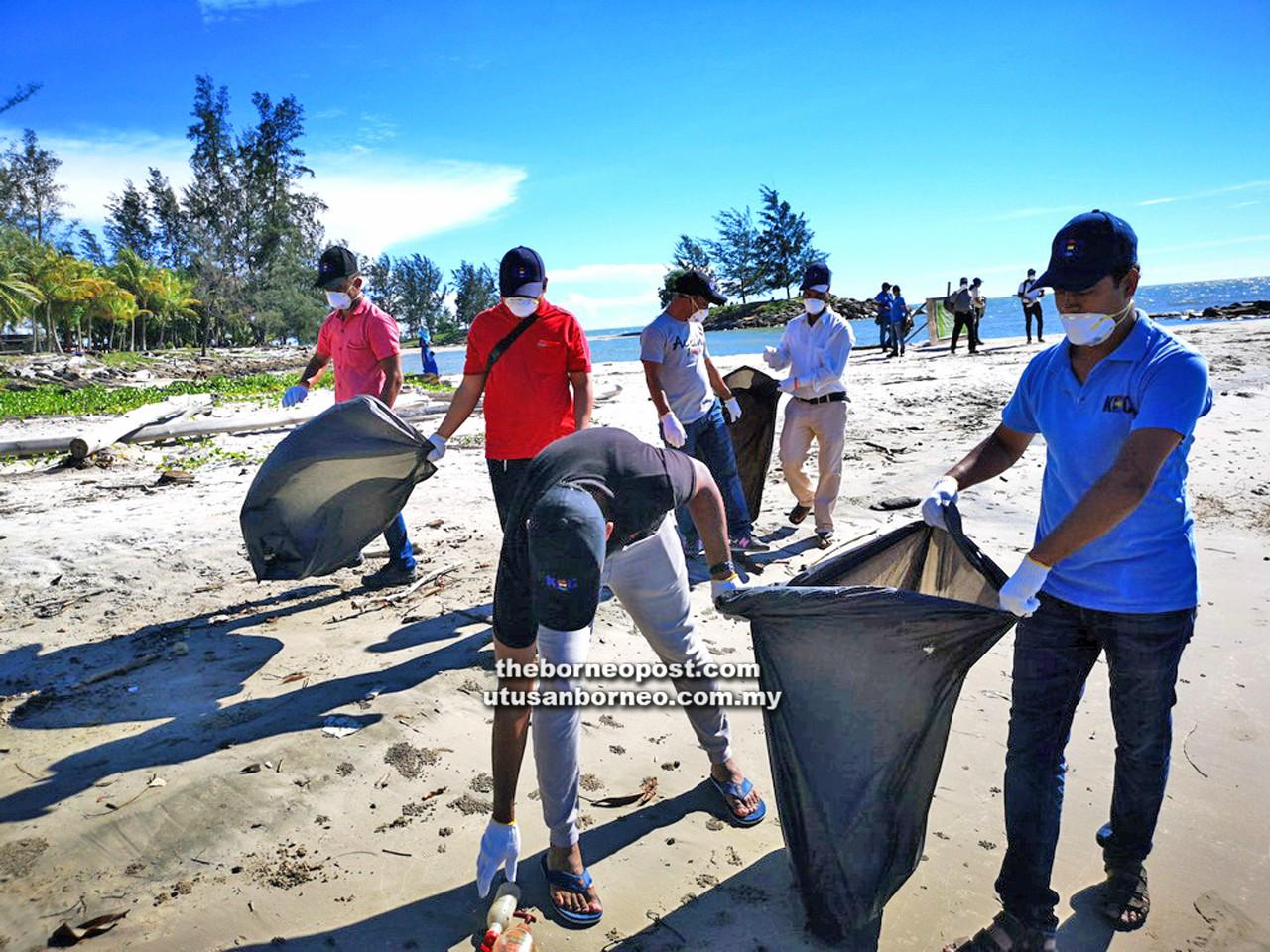 150 volunteers clean up riverbank