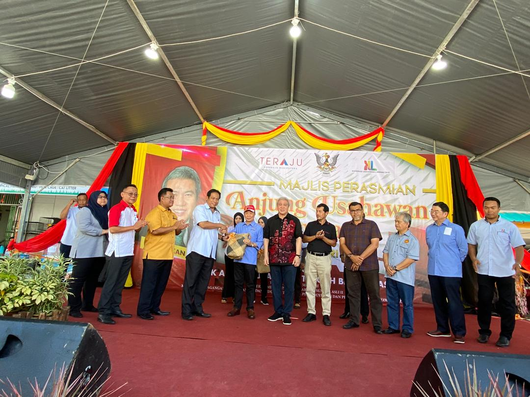 """OPENING OF """"LIMBANG ENTREPRENEUR"""" BY THE DEPUTY CHIEF MINISTER OF SARAWAK"""