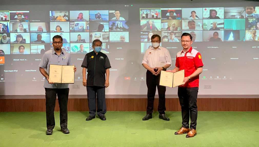 """""""Moving forward into Esports with SESA""""  The MoU Exchange during the launching o…"""
