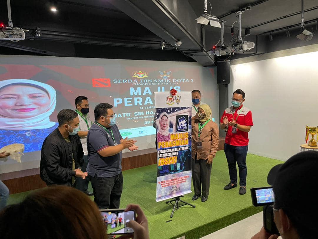 Majlis Pelancaran Serba Dinamik Dota 2 Musim 1 yang disempurnakan oleh YB Dato S…