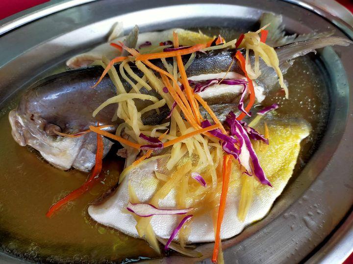 Memang nyaman ikan bawal emas @ golden pomfret. Masak stim mahupun digoreng rang…