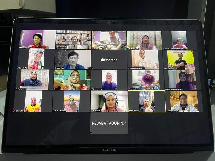 Mengadakan mesyuarat secara maya bersama Ketua-Ketua Kampung dan Jawatankuasa Pa…