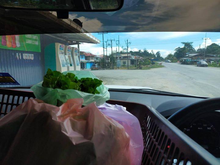 Pantun delivery hari ini,   Siapa pernah ke kampung ini. Jln Bau-Lundu.
